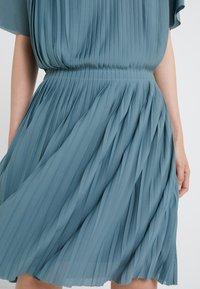 Filippa K - PLEATED DRESS - Cocktailkleid/festliches Kleid - river - 4