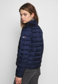 Tommy Jeans - QUILTED ZIP THRU - Light jacket - twilight navy - 2