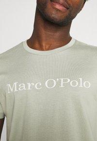 Marc O'Polo - SHORT SLEEVE - T-Shirt print - grey - 4