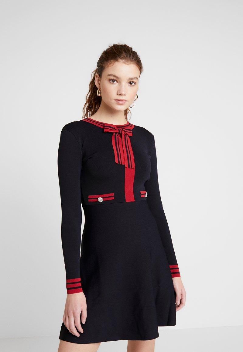 Morgan - Stickad klänning - marine/lisptick