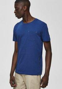 Selected Homme - Basic T-shirt - estate blue - 3