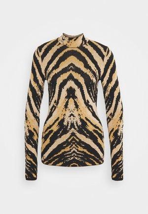 Strikkegenser - tiger