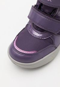 Geox - DISNEY FROZEN SVEGGEN GIRL ABX  - Winter boots - dark violet/mauve - 5