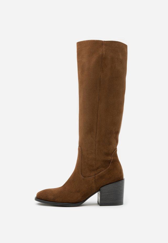 LOLA - Boots - castoro