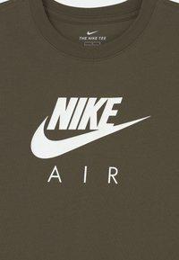 Nike Sportswear - TEE AIR - T-shirts med print - cargo khaki - 2