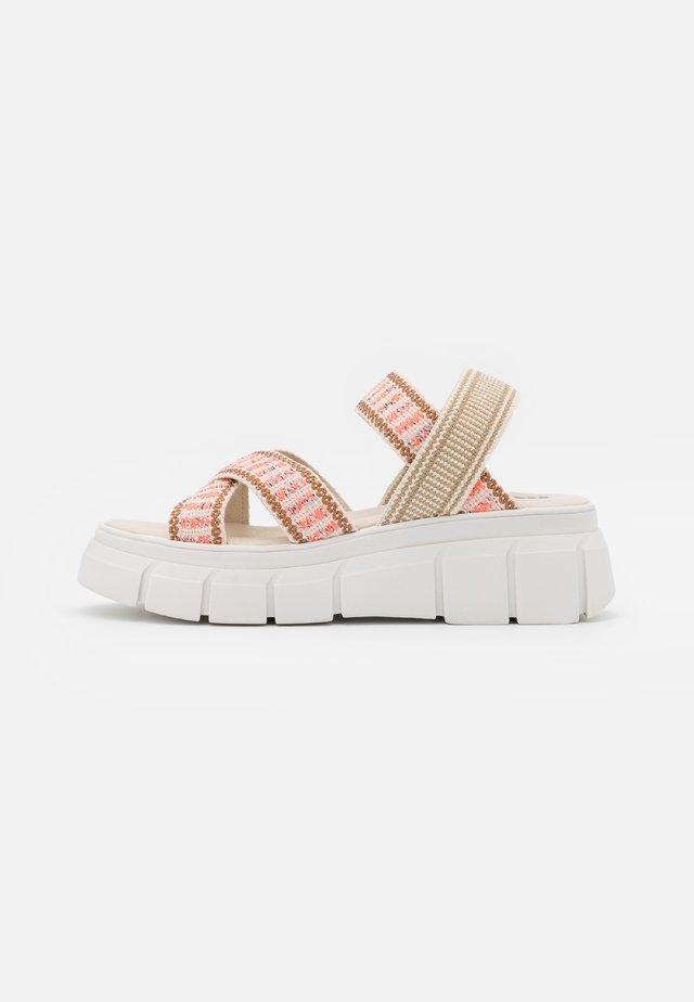 TRINITARIA - Sandály na platformě - citrus/taupe