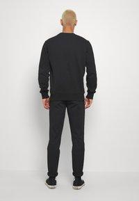 Calvin Klein Jeans - SLIM  - Chinos - black - 2
