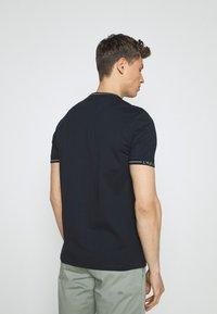 Lyle & Scott - SEASONAL BRANDED - Basic T-shirt - dark navy - 2