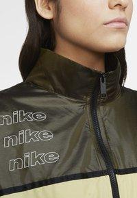Nike Sportswear - ARCHIVE RMX - Veste de running - olive flak/tea tree mist/tea tree mist/white - 4