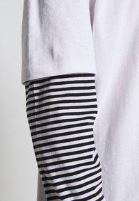 Urban Classics - DOUBLE LAYER STRIPED TEE - Maglietta a manica lunga - white - 5