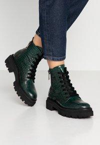 Kennel + Schmenger - BOBBY - Platform ankle boots - verde - 0