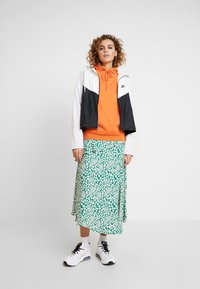 Nike Sportswear - Chaqueta de entrenamiento - white/black - 1