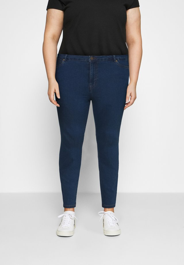 VMJUDY SLIM CURVE - Slim fit jeans - medium blue denim