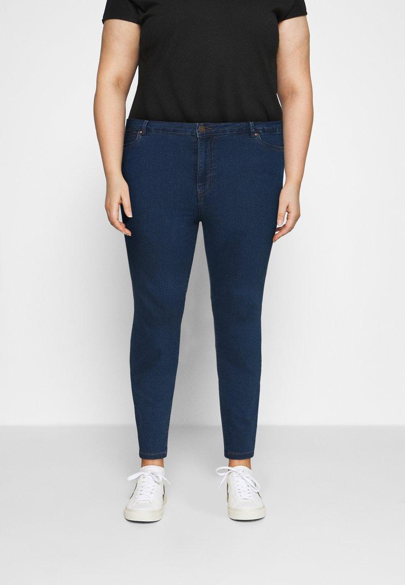 Vero Moda Curve - VMJUDY SLIM CURVE - Slim fit jeans - medium blue denim