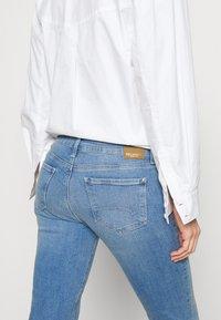 Mavi - BELLA MID RISE - Bootcut jeans - light sky glam - 4