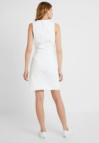 Missguided Tall - BELTED BUTTON THROUGH DRESS - Dongerikjole - white - 2