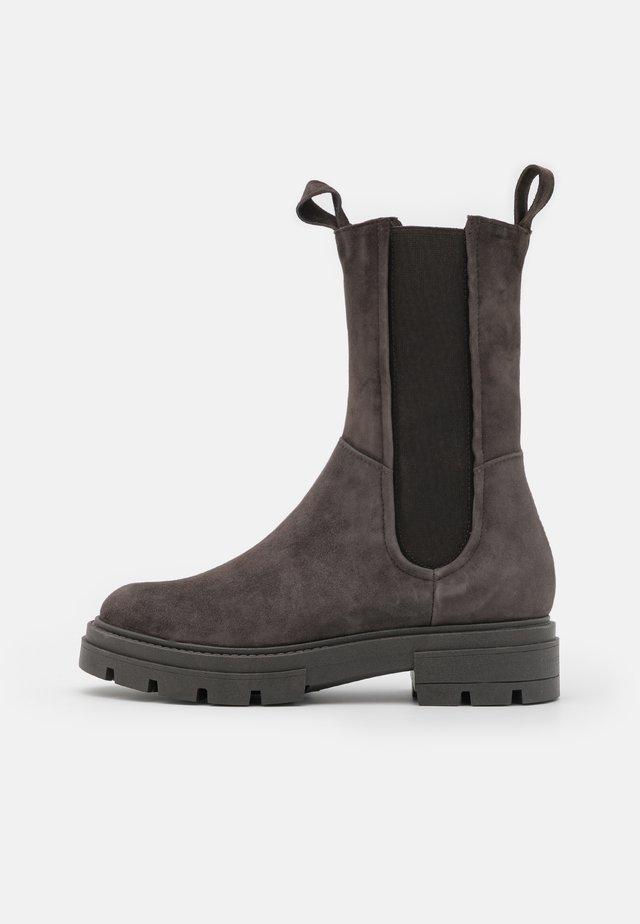Platform boots - shadow
