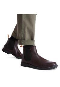 Timberland - BELANGER EK+ - Classic ankle boots - burgundy full grain - 0