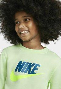 Nike Sportswear - CLUB CREW - Sudadera - light liquid lime - 3