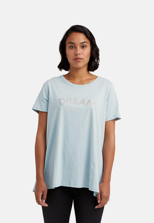 MIT PLISSEE HINTEN - T-shirt con stampa - blu