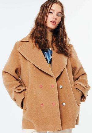 Pitkä takki - camel