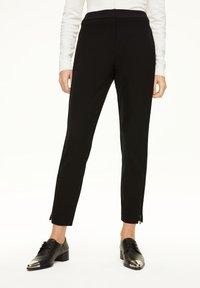 comma - MIT REISSVERSCHLUSS-DETAIL - Trousers - black - 0