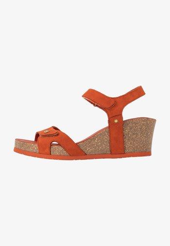 JULIA BASICS - Sandály na platformě - rostbraun