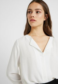 Selected Femme Petite - SLFSTINA DYNELLA - Blouse - creme - 3