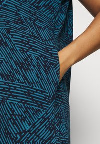 CAPSULE by Simply Be - SHORT SLEEVE SIDE POCKET - Print T-shirt - blue - 3