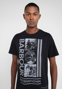 Barbour International - MONO TEE - Print T-shirt - black - 4