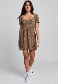 RVCA - Korte jurk - sunwash - 1