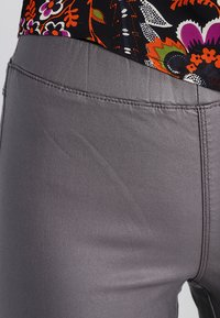 Kaffe - ADA COATED - Leggings - Trousers - dark dull grey - 3
