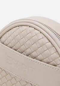 Esprit - WMINNESOTA - Sac bandoulière - off white - 3