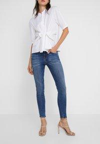 DRYKORN - WET - Jeans Skinny - mid blue wash - 0