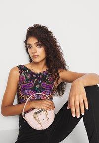 Versace Jeans Couture - CROSSBODY - Across body bag - nudo - 0