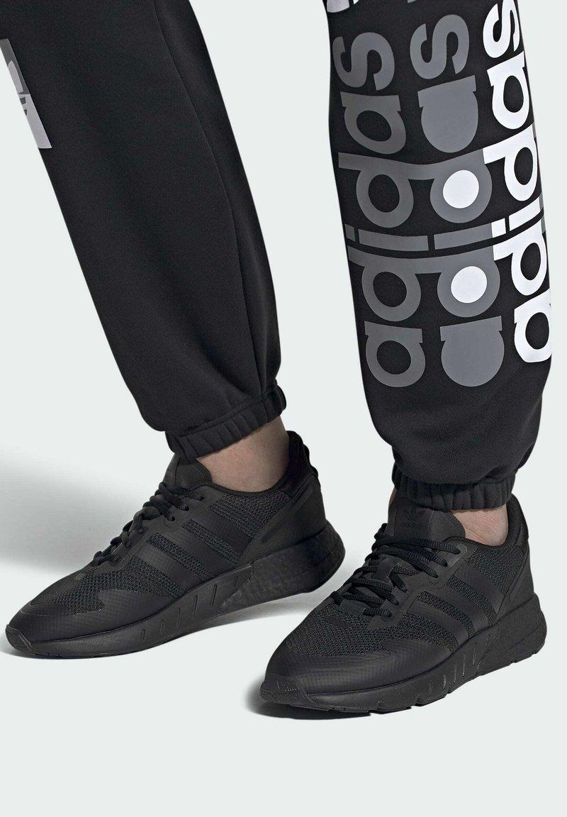 adidas Originals - ZX 1K BOOST SCHUH - Sneakers basse - black