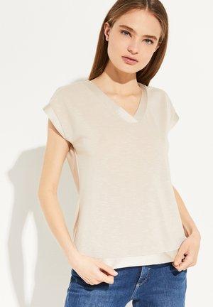 MIT SATINBLENDE - Basic T-shirt - sand