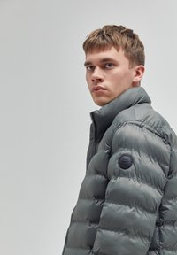 PULL&BEAR - Winter jacket - khaki - 4