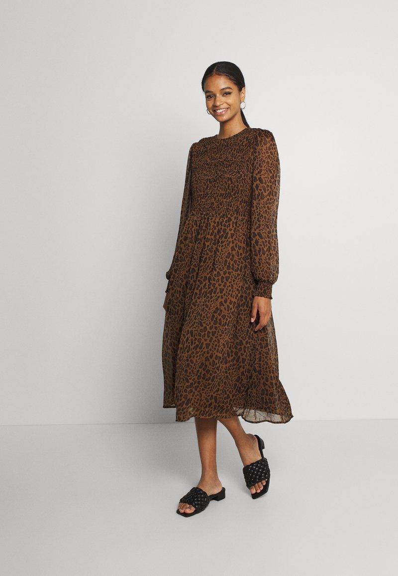 Vero Moda - VMSIFFY O NECK SMOCK CALF DRESS - Day dress - coffee liqueúr