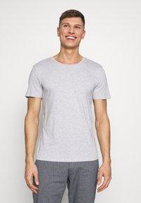 TOM TAILOR DENIM - 3 PACK - T-shirt basic - light stone/grey melange - 4