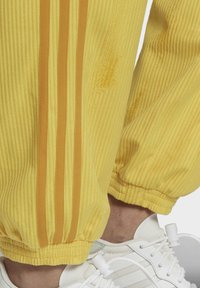 adidas Originals - CUFFED SPORTS INSPIRED PANTS - Teplákové kalhoty - coryel - 4