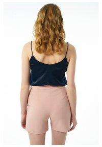 Auden Cavill - Shorts - rosa - 1