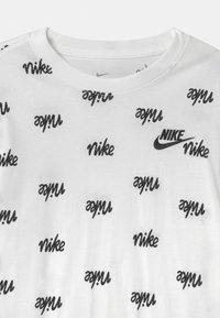 Nike Sportswear - SCRIPT - T-shirt con stampa - white - 2