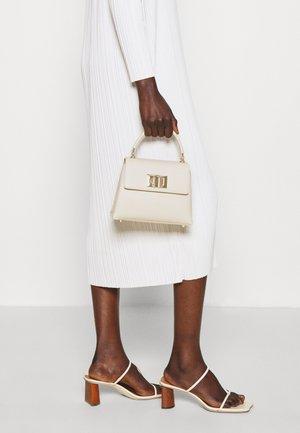 MINI TOP HANDLE - Handbag - pergamena