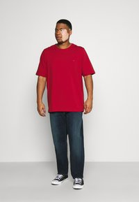 Tommy Hilfiger - SLIM FIT TEE - T-shirt - bas - red - 1