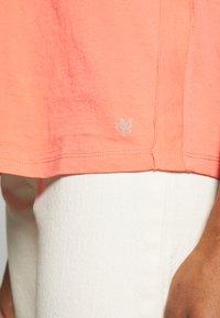 Marc O'Polo - SHORT SLEEVE ROUNDED V-NECK RAW-CUT DETAILS - T-shirt basic - salty peach - 5
