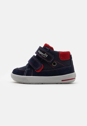 MOPPY - Baby shoes - blau/rot