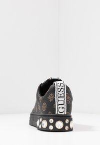 Guess - RIVET - Trainers - brown/ocra - 5