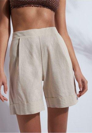AUS LEINEN UND BAUMWOLLE - Shorts - brown sand
