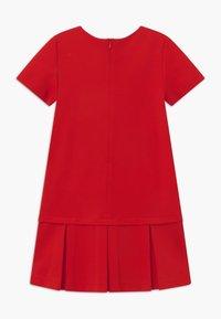 MOSCHINO - Žerzejové šaty - poppy red - 1